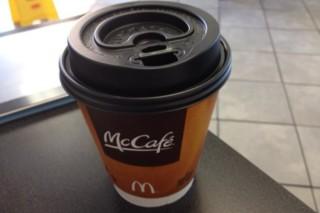 В американских McDonald's напитки будут подавать в бумажных стаканах