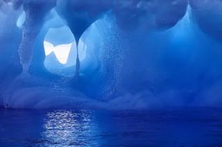 Льды Антарктиды скрывают гигантскую сеть подледных каналов и рек