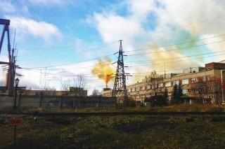 Взрыв на крупном свердловском заводе привел к выбросу азотной кислоты