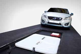 Компания Volvo завершила испытания системы беспроводной зарядки аккумуляторов