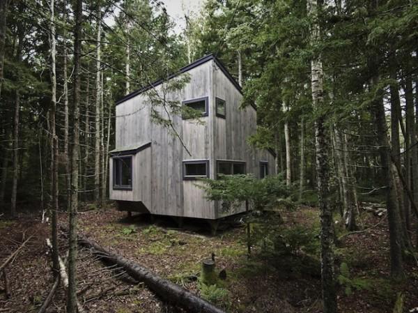 Деревянный домик в лесах штата Мэн