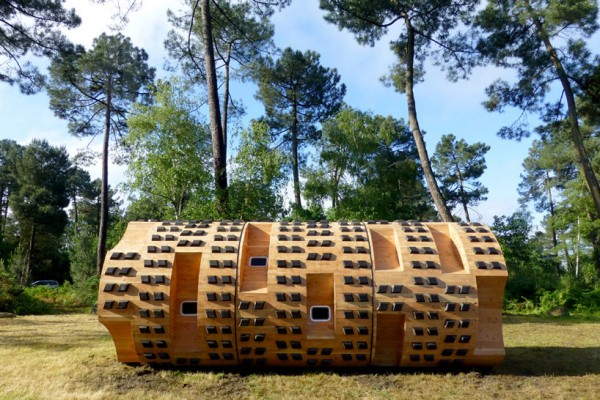 Домик-цилиндр для отдыха на природе