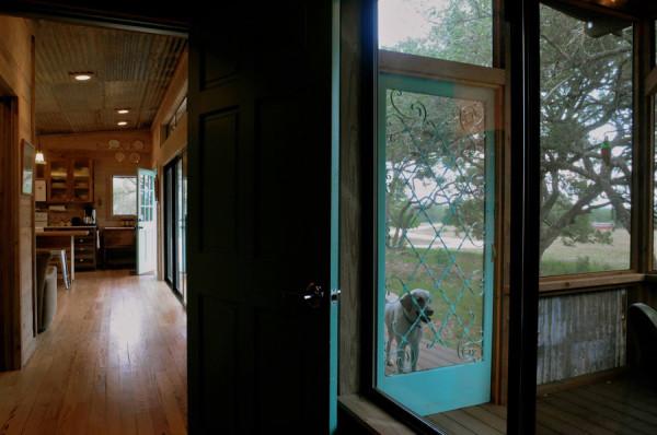 La Arboleda: дом из бывших в употреблении материалов