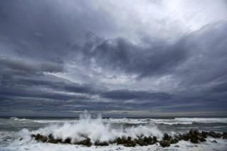 Японии снова угрожает мощный тайфун