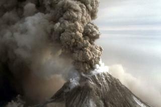 Вулкан Ключевской выбросил 10-километровый столб пепла