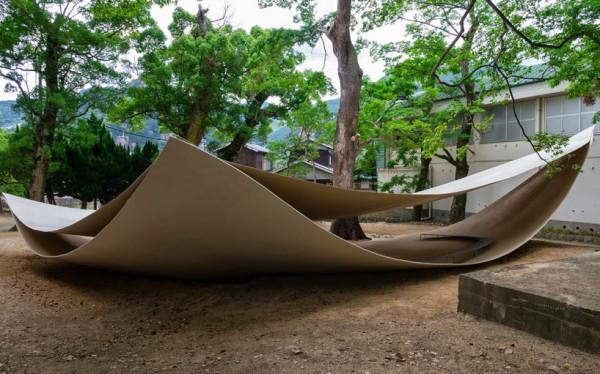 Павильон для отдыха среди дереьев