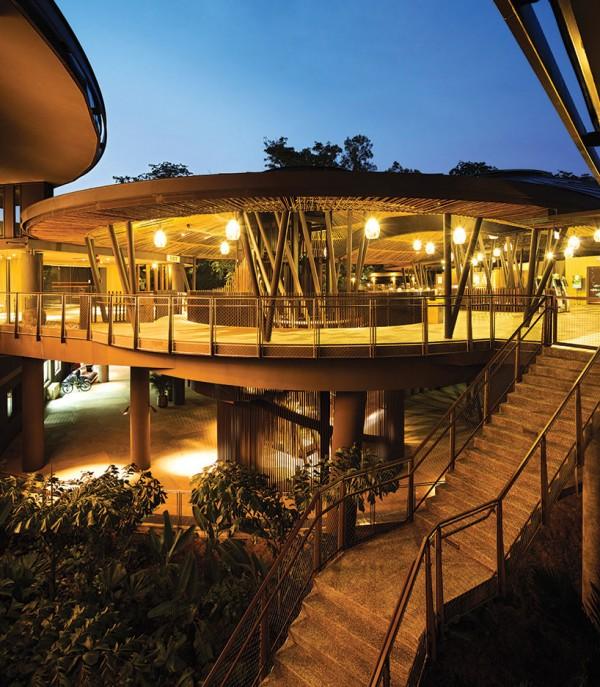 Двухэтажные домики построены из местных материалов и покрыты бамбуком