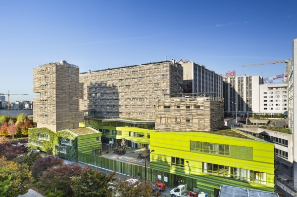 Школьный кампус в Париже