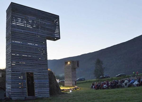 Деревянный театр на открытом воздухе