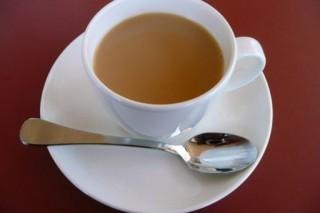 Канадские ученые заявили, что зеленый чай с молоком помогает бороться с раком