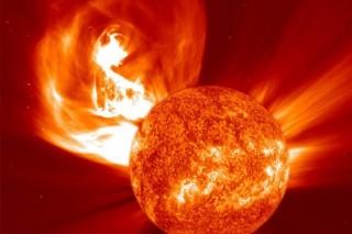 Размер очередной солнечной вспышки в два раза превысил размеры Земли