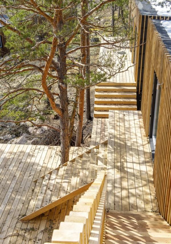 Свайные домики в лесу на шведском острове