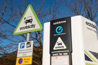 Nissan открыл тысячную станцию питания батарей электромобилей