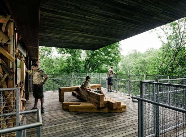 Дом на дереве для бойскаутов