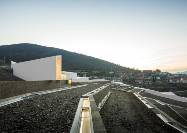 Подземный спорткомплекс в Португалии