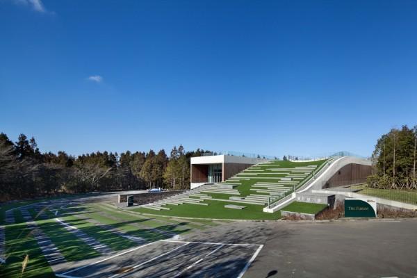 """Административный комплекс с """"зеленой"""" крышей"""