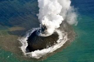 Новый японский вулканический остров за 4 месяца вырос в 70 раз