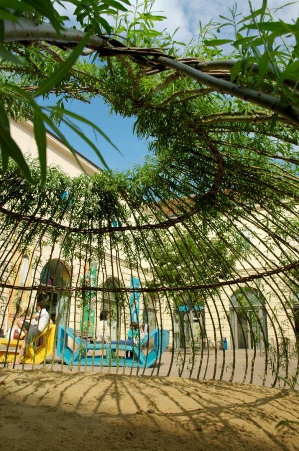 Детская площадка из ивовых ветвей