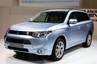 Гибридный Mitsubishi Outlander прибудет в Россию осенью