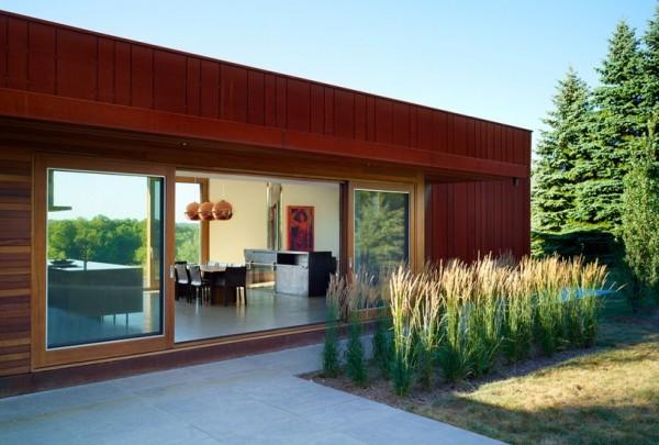 Экологичный дом с фасадом из кортеновской стали
