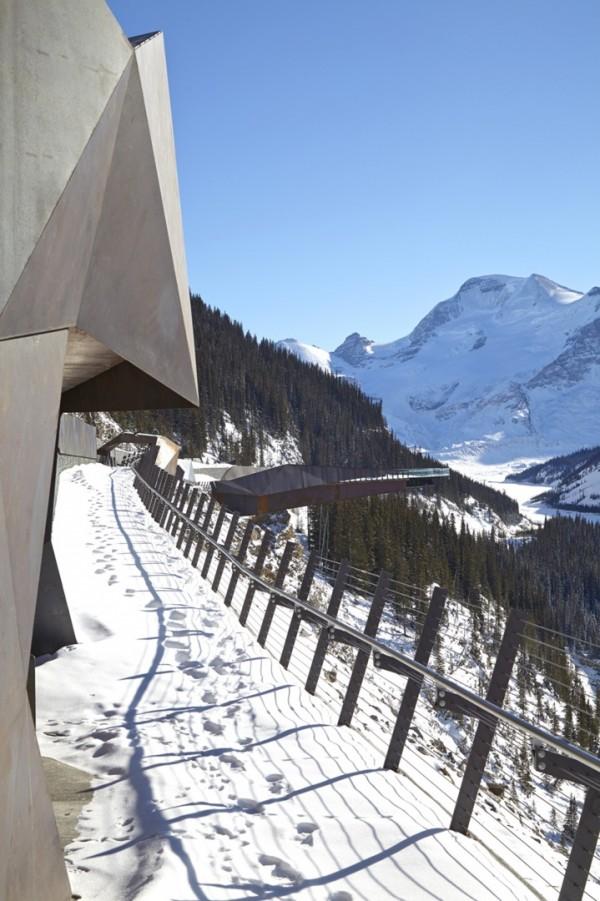 Прогулочная дорожка у тающего ледника