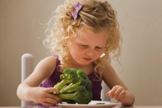 Британские ученые рассказали как научить детей есть овощи