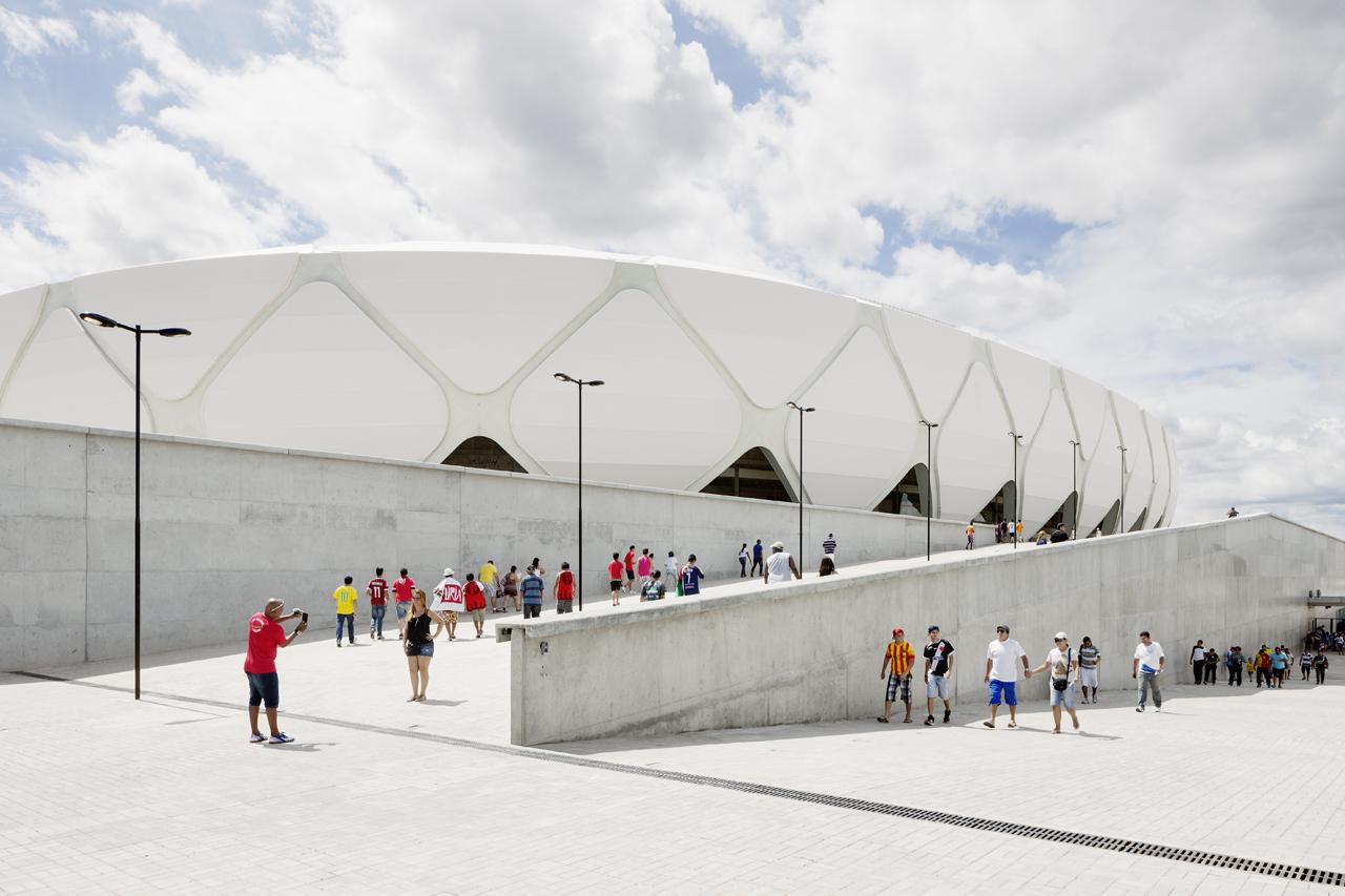http://zeleneet.com/media/2014/06/novaya_futbolnaya_arena_v_Brazilii_poluchit_sertifikat_LEED_1.jpg