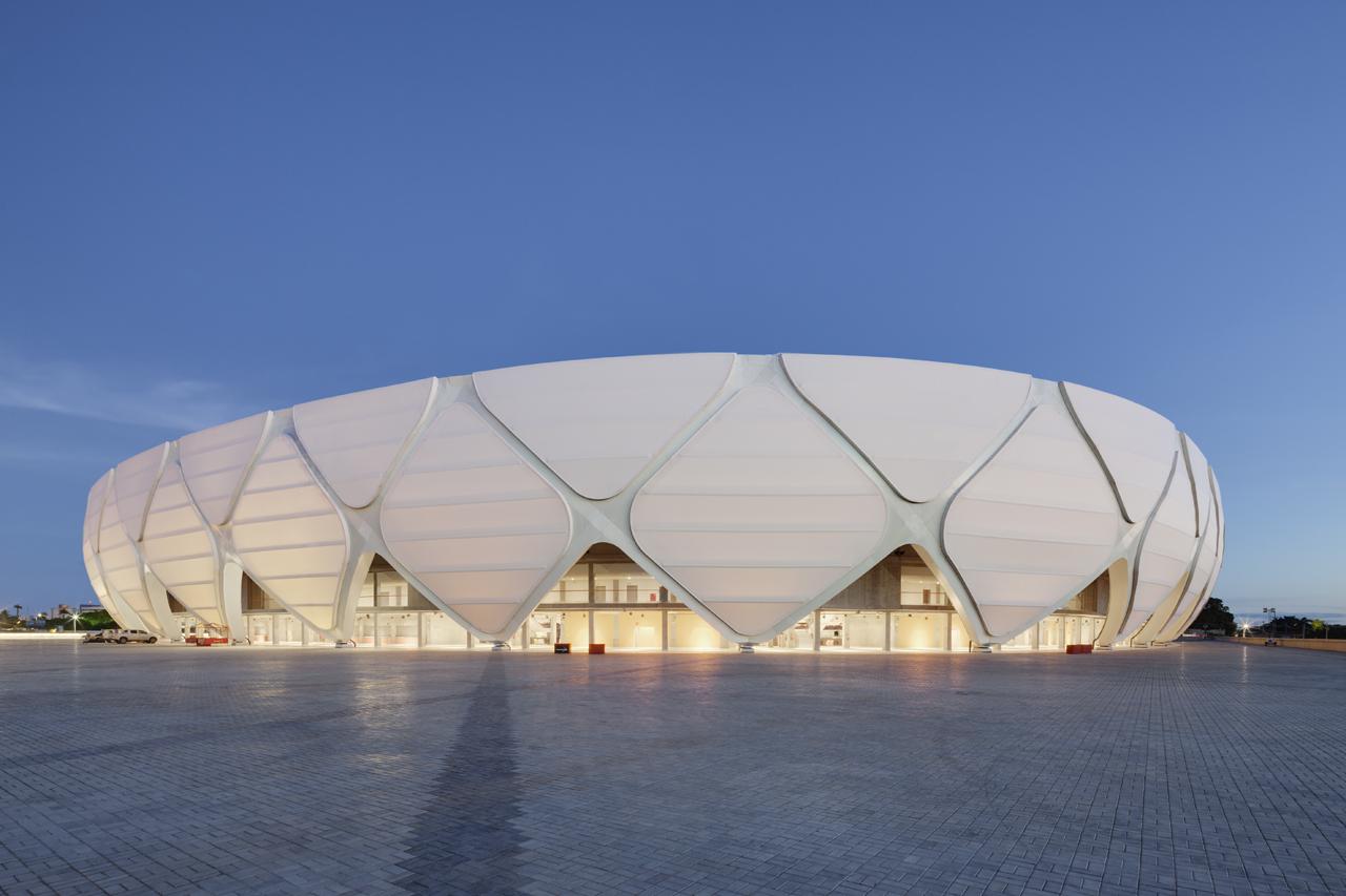 http://zeleneet.com/media/2014/06/novaya_futbolnaya_arena_v_Brazilii_poluchit_sertifikat_LEED_7.jpg