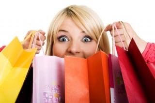 Во время ПМС у женщин усиливается тяга к шопингу