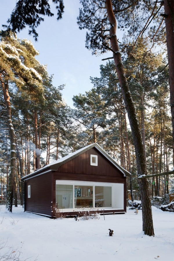 Деревянный дом в лесу на окраине Берлина
