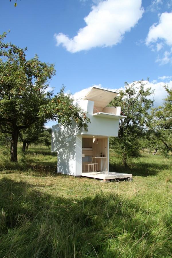 Двухуровневый мобильный домик для работы и отдыха