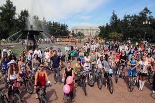 В Иркутске прошел велопробег «Леди на велосипеде»