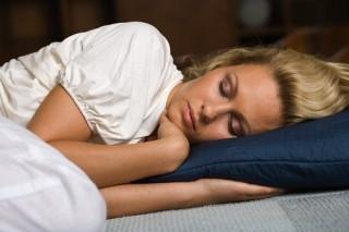 Даже легкий свет в спальне ночью увеличивает риск возникновения рака