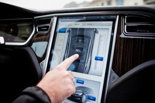 Электрокарам Tesla теперь можно давать личные имена