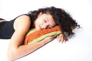 Сон в комнате с электронными устройствами является полностью безопасным