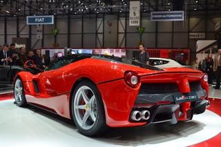 Ferrari оснащает объемные двигатели гибридным приводом