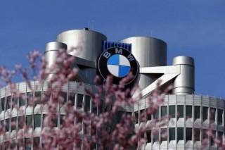 В BMW предложили устанавливать в городах фонари с разъемом для зарядки электромобилей