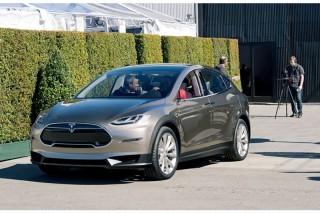 Выпуск Tesla Model X перенесли на вторую половину 2015 года