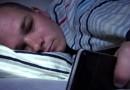 Ученые доказали, что использование в вечернее время электронных устройств, негативно влияет на качество сна