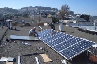 В США в индустрии солнечной энергетики работает больше людей, чем на угольных шахтах