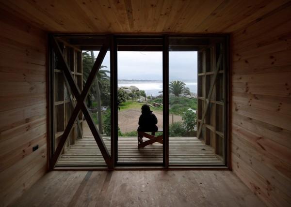 Гостиница из сосны на берегу океана