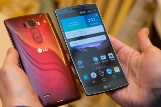 Изогнутый дисплей и самовосстанавливающийся корпус — LG представила смартфон G Flex 2