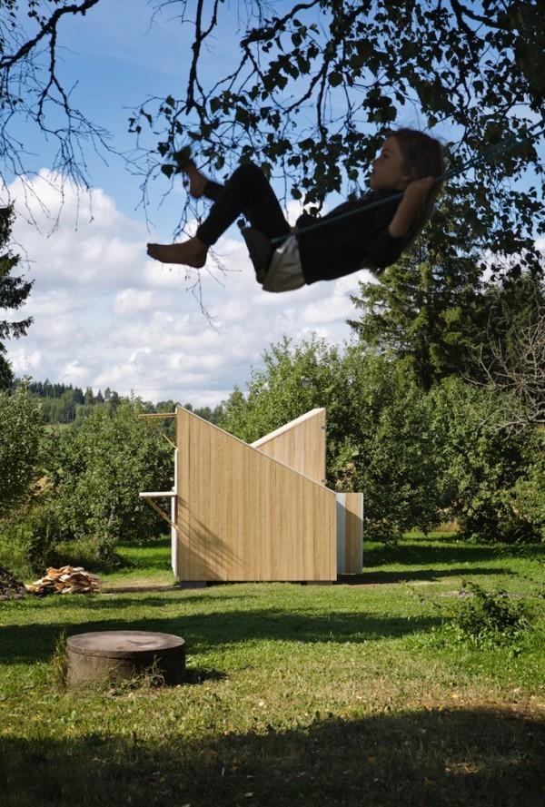 Деревянный игровой домик для детей
