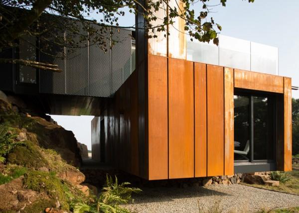 Двухэтажный дом из списанных грузовых контейнеров