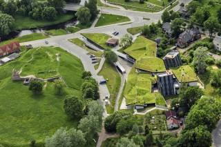 Молодежный центр с «холмистой» крышей