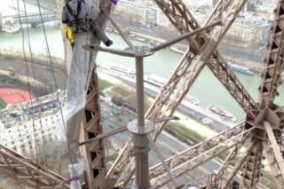 На Эйфелеву башню установили ветровые генераторы