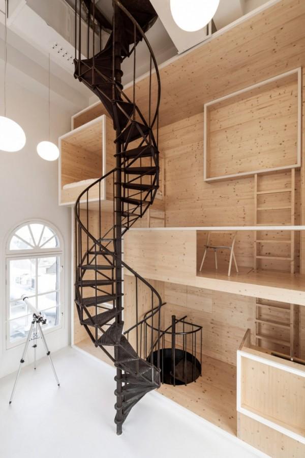 Многоуровневая квартира-студия из дерева