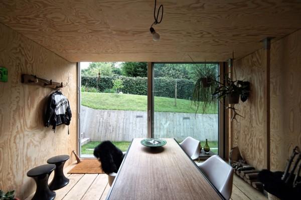 Офис в саду у дома