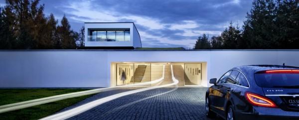 """Элегантный гараж с """"зеленой"""" крышей"""