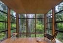 Стеклянный дом в лесу